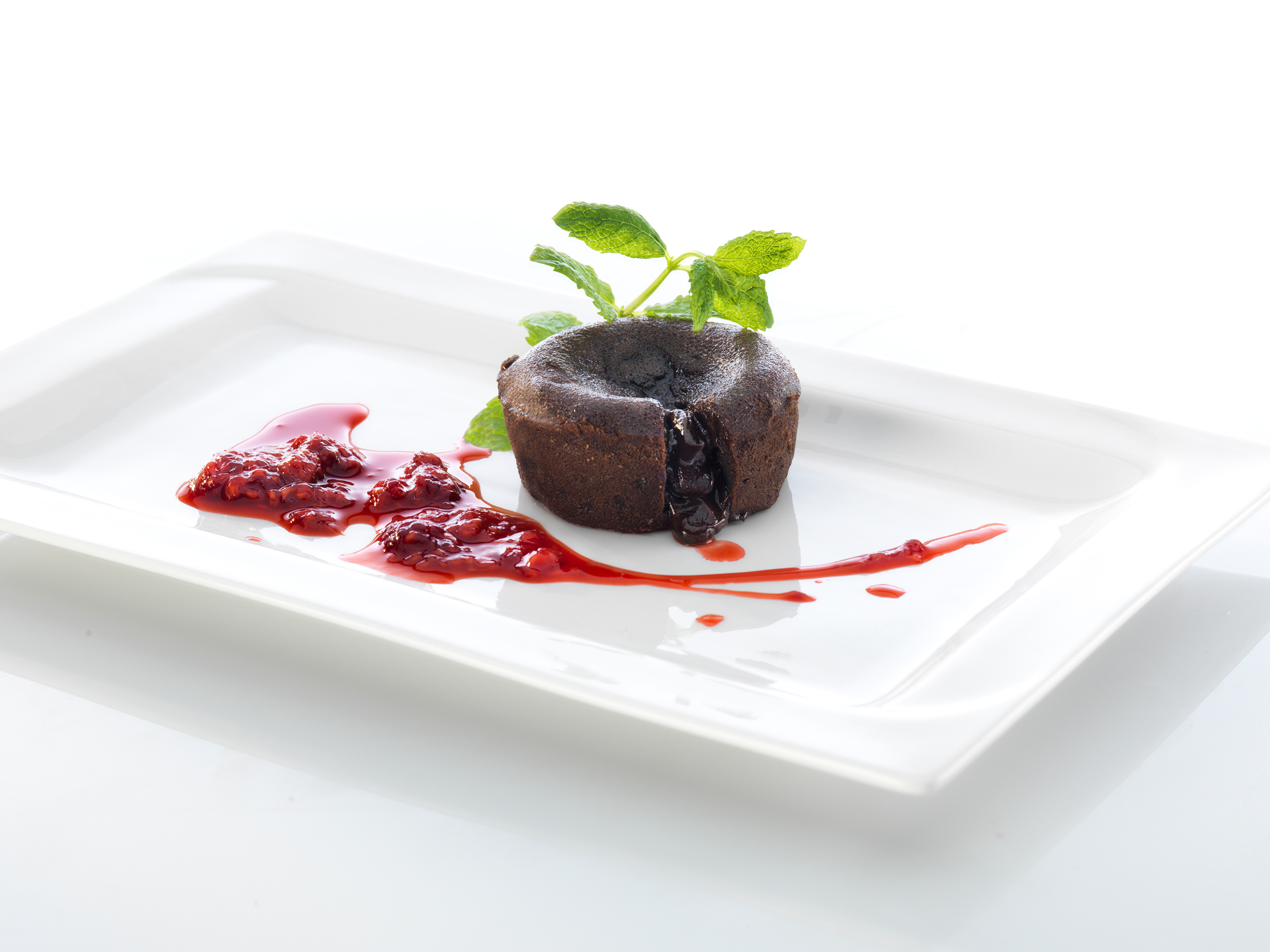 Chokladcake on a white plate