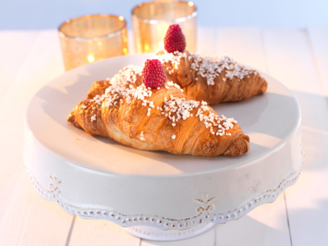 Croissanter with berries